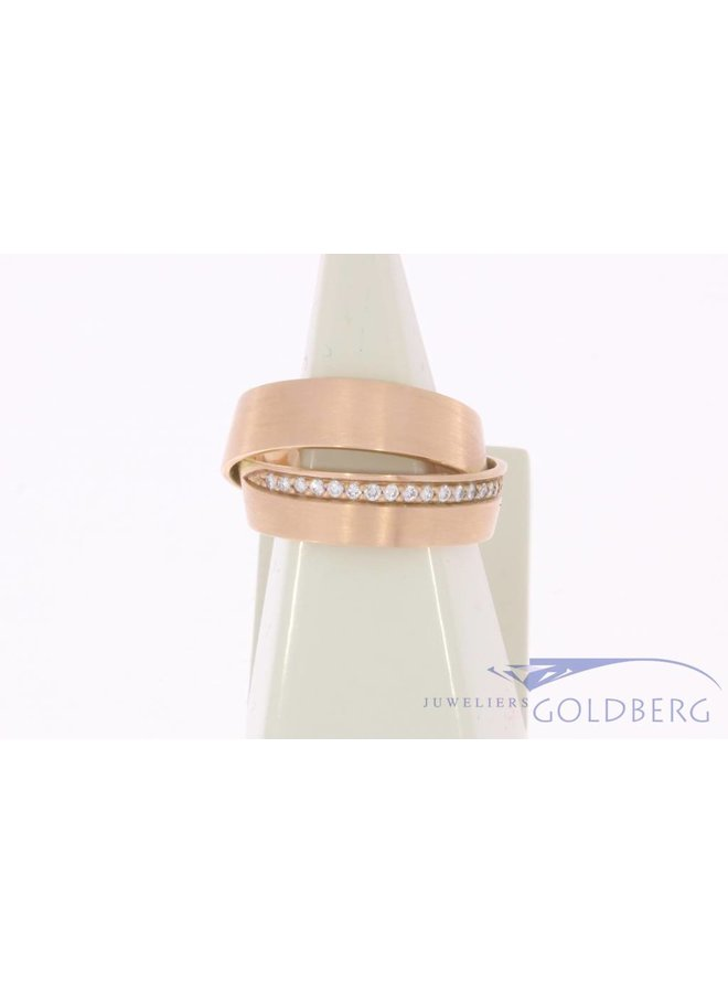 Vintage 14 carat rose gold matted crossed alliance ring with brilliant cut diamond