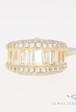 Vintage 18k geelgouden ring met baguette geslepen zirkonia's
