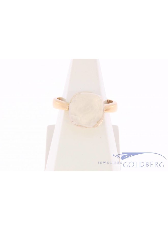 18 carat gold ring with clear white stone