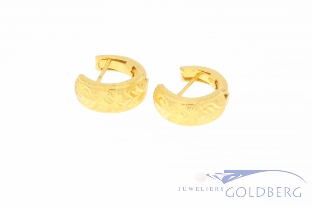 Vintage 21k gouden versierde klapcreolen
