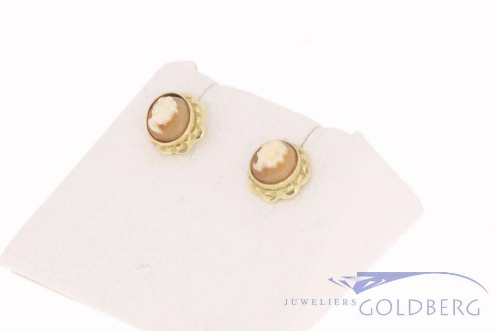 Vintage 14 carat gold cameo earstuds