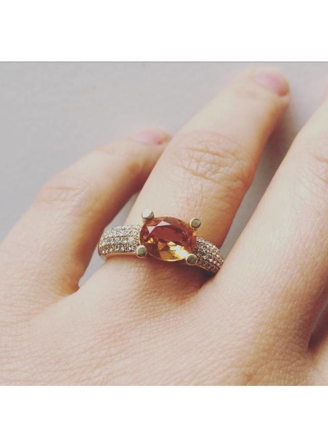 Vintage 14 carat gold ring with Citrine and ca. 0.52ct diamond