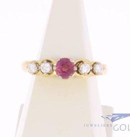 Vintage 18k gouden ring met robijn en ca. 0.15ct briljant