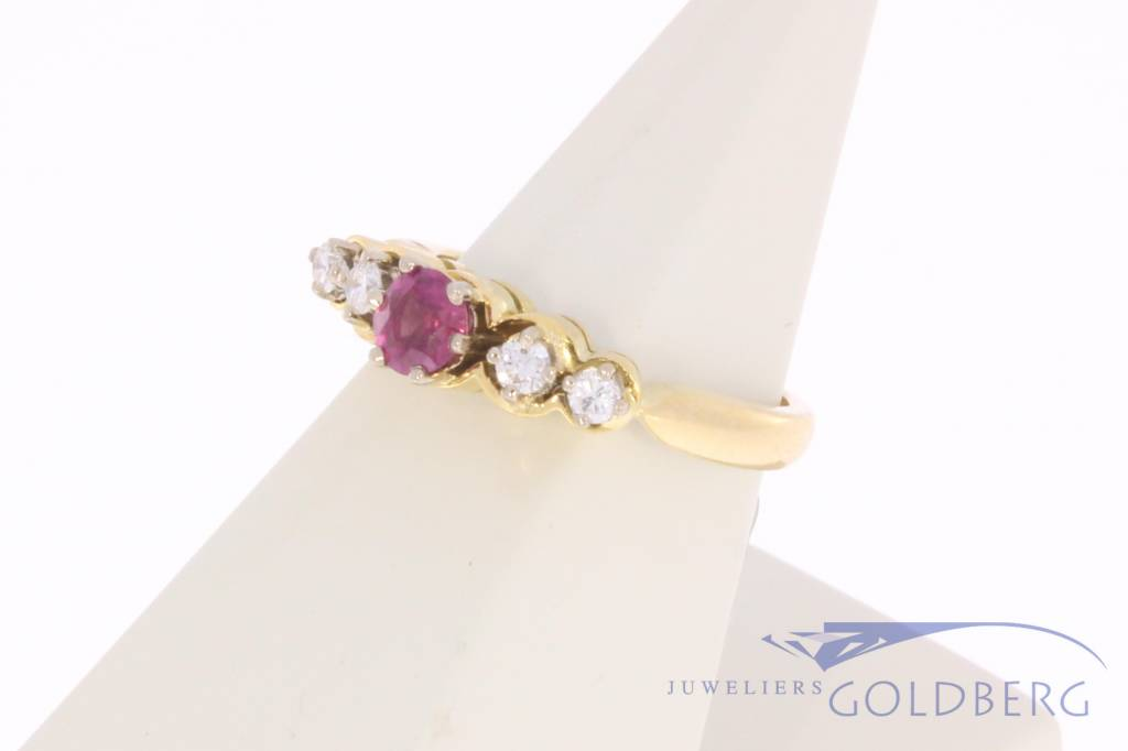 Vintage 18 carat gold ring with ruby and ca. 0.15ct brilliant cut diamond