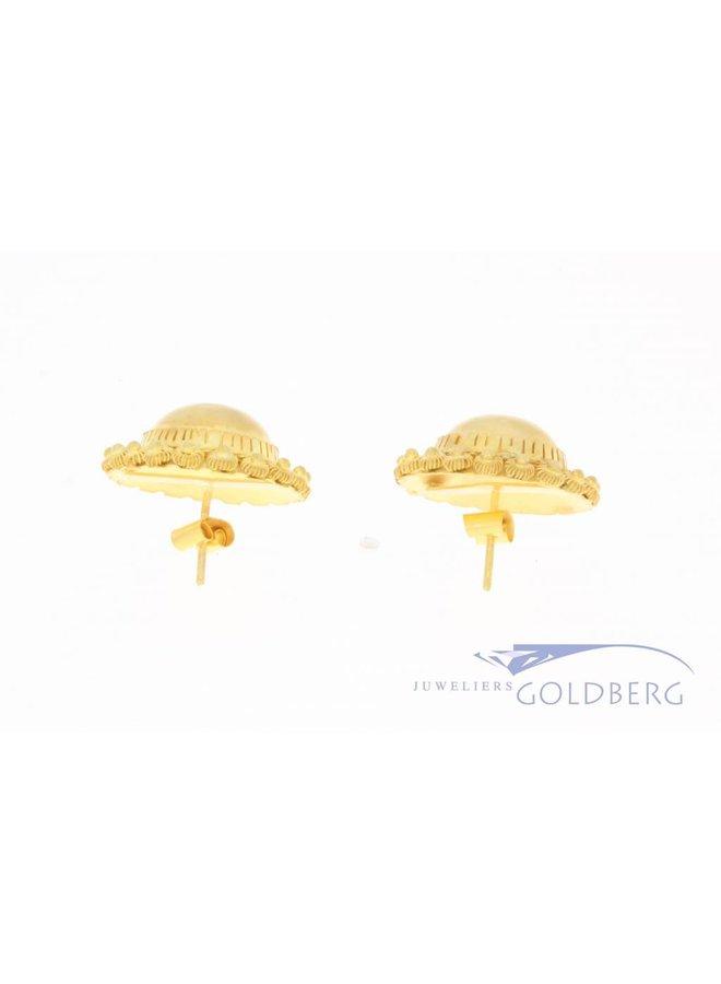 Large vintage 14 carat gold filigrain earstuds