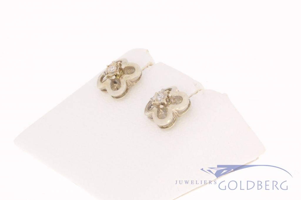 Vintage 14 carat white gold earring with diamond