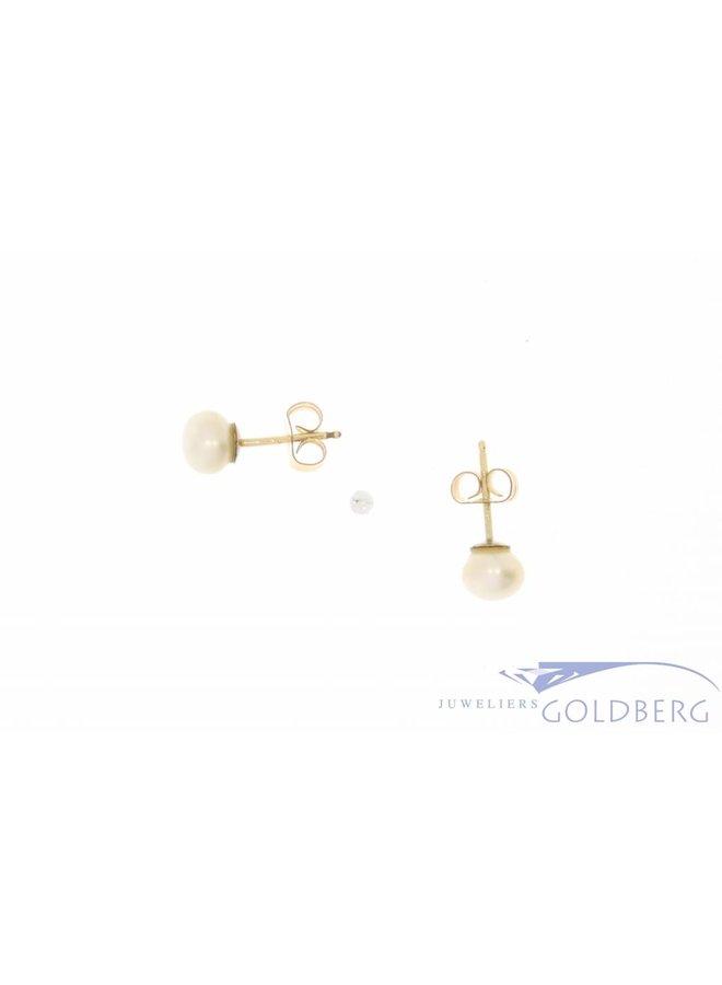 Vintage 14k gouden oorstekers met echte cultivé parel