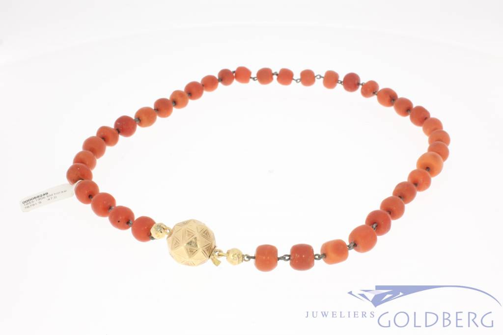 Antique precious coral necklace with 14k gold lock Dutch 1853-1906