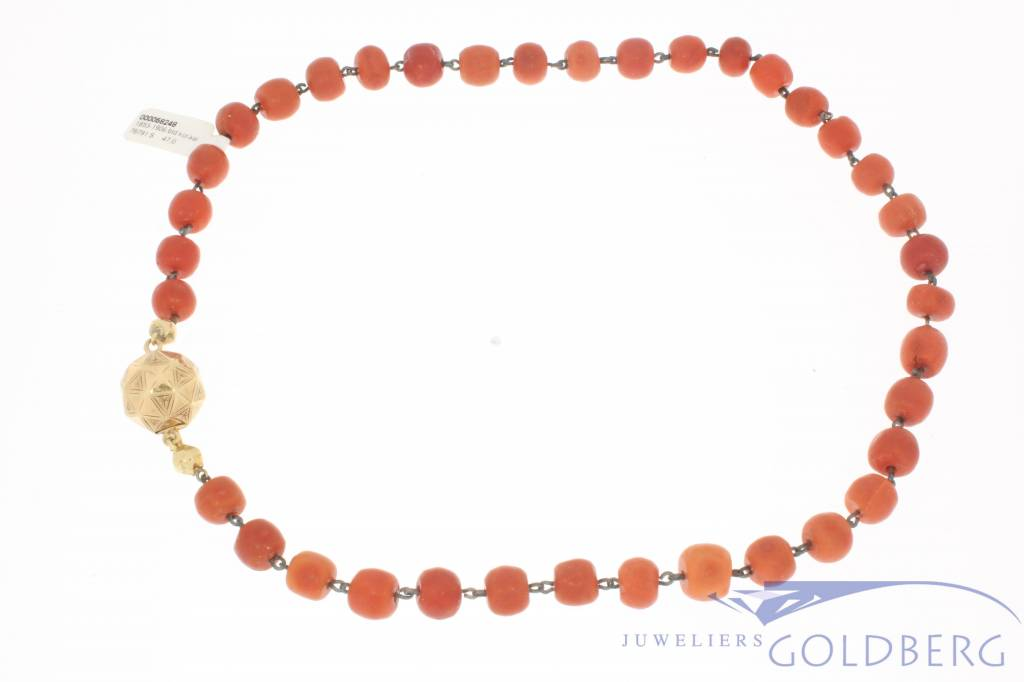 Antieke bloedkoralen ketting 14k gouden slot 1853-1906
