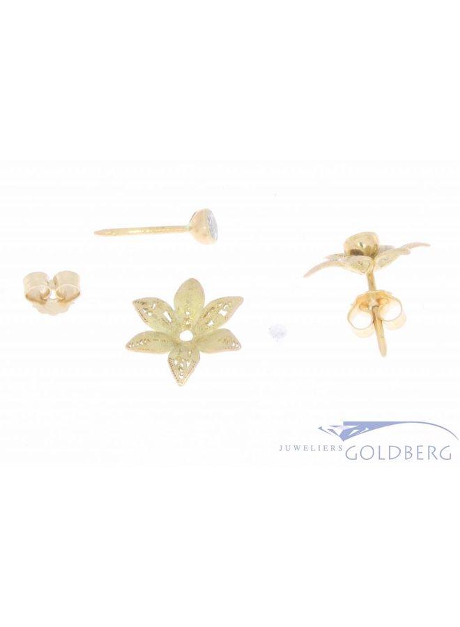 Vintage 14k gouden bloemvormige oorstekers met ca. 0.40ct diamant