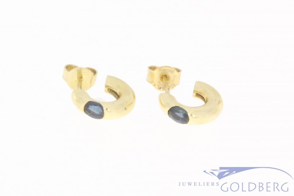 Vintage 14 carat gold earrings with blue sapphire