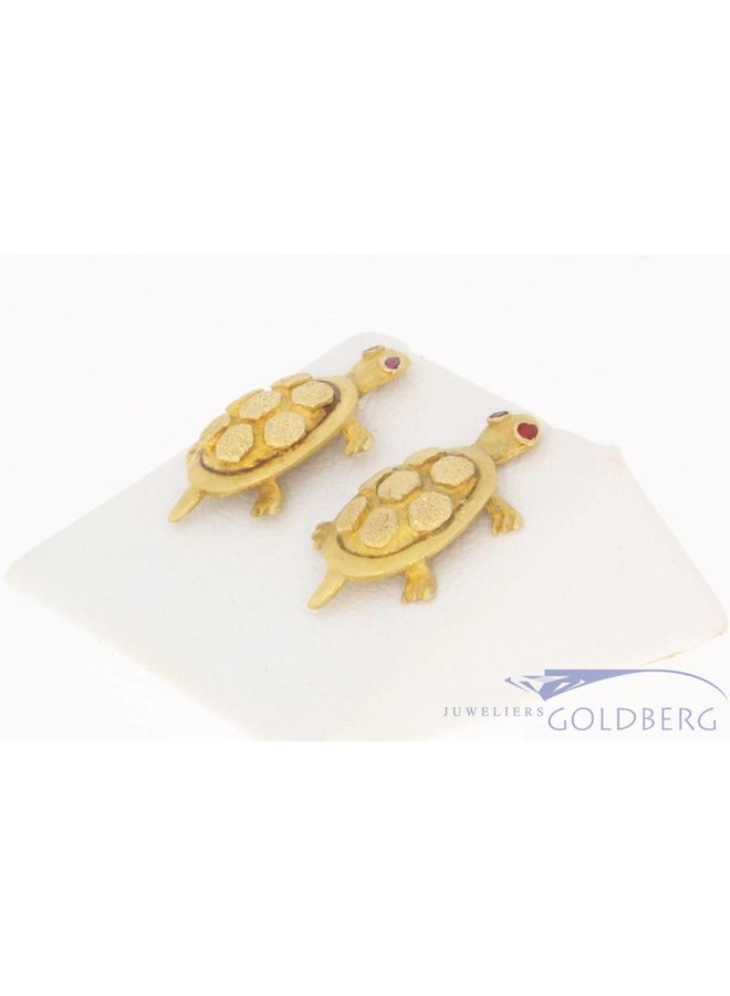 Vintage 18 carat gold turtle earstuds with ruby