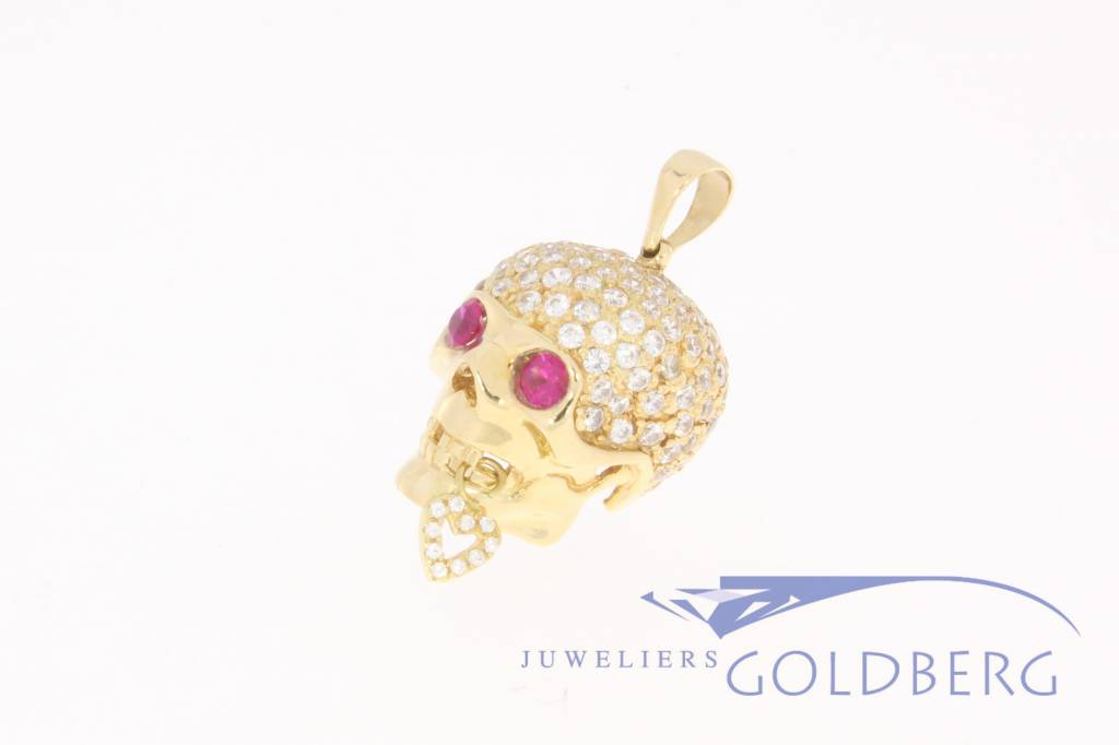18k gold scull with zirconia
