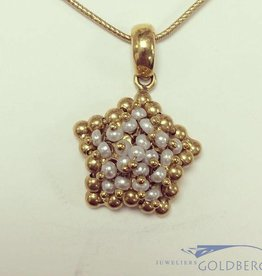 Vintage 18 carat gold star-shaped pendant with pearl