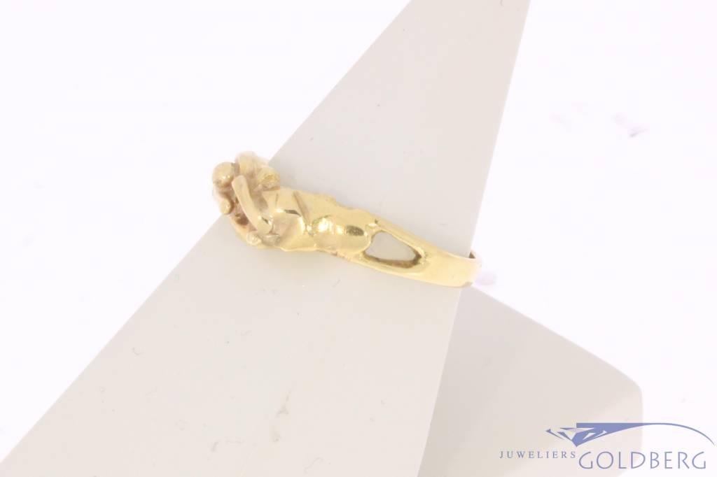 Vintage 18 carat gold design ring