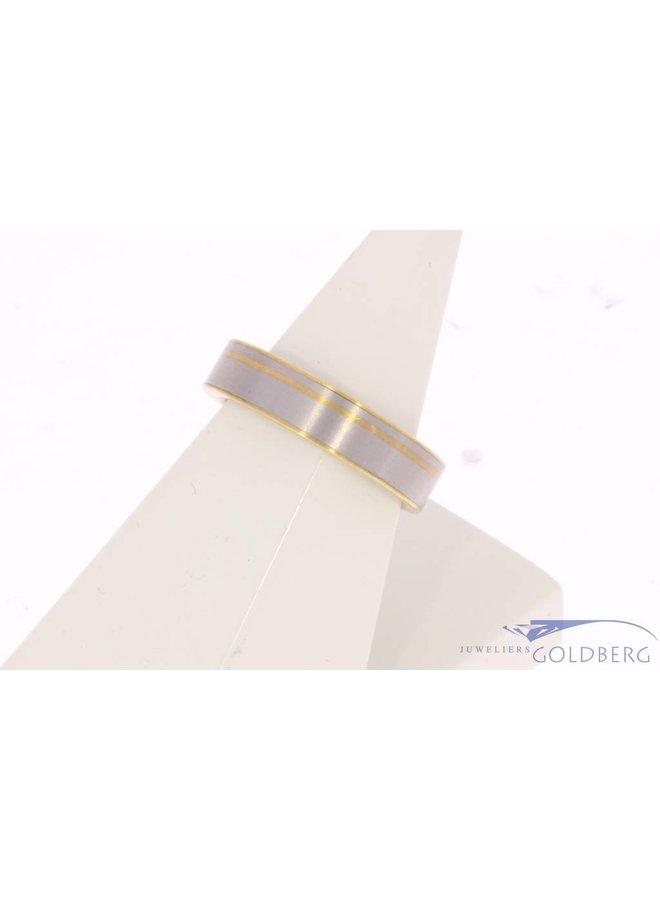 Vintage 18 carat bicolor gold matted design ring