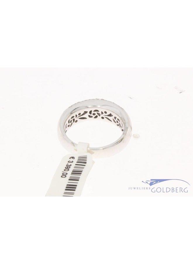 18 carat white gold ring with ca. 2.25ct brilliant cut diamond