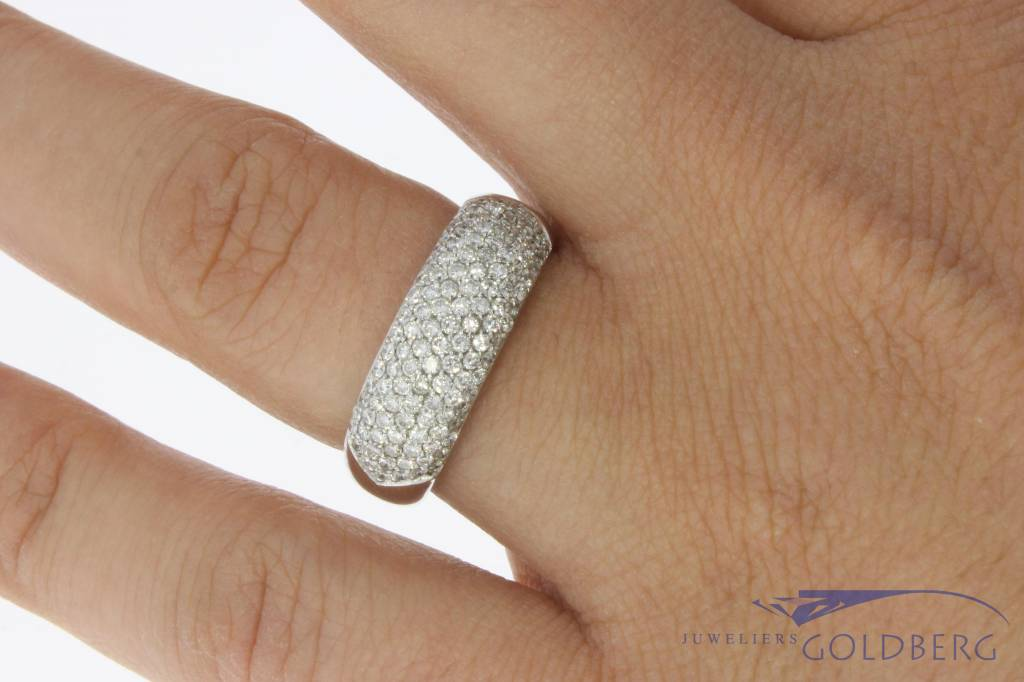 18 carat white gold ring with ca. 2.25ct brilliant cut diamond