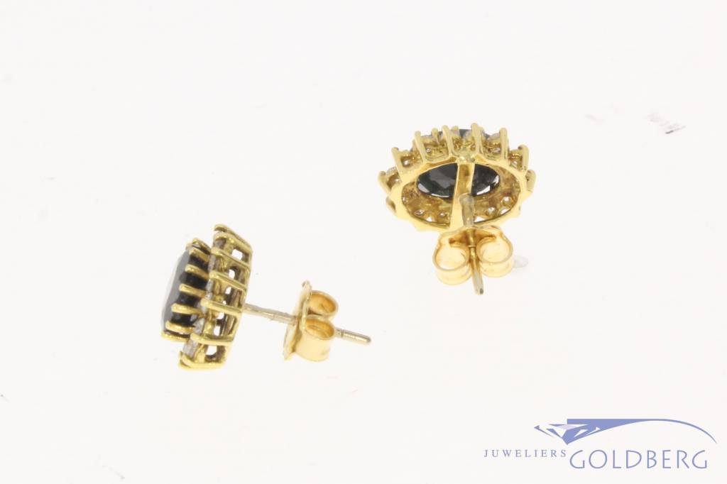 18 carat yellow gold rosette earstuds with ca. 0.84ct brilliant cut diamond and sapphire