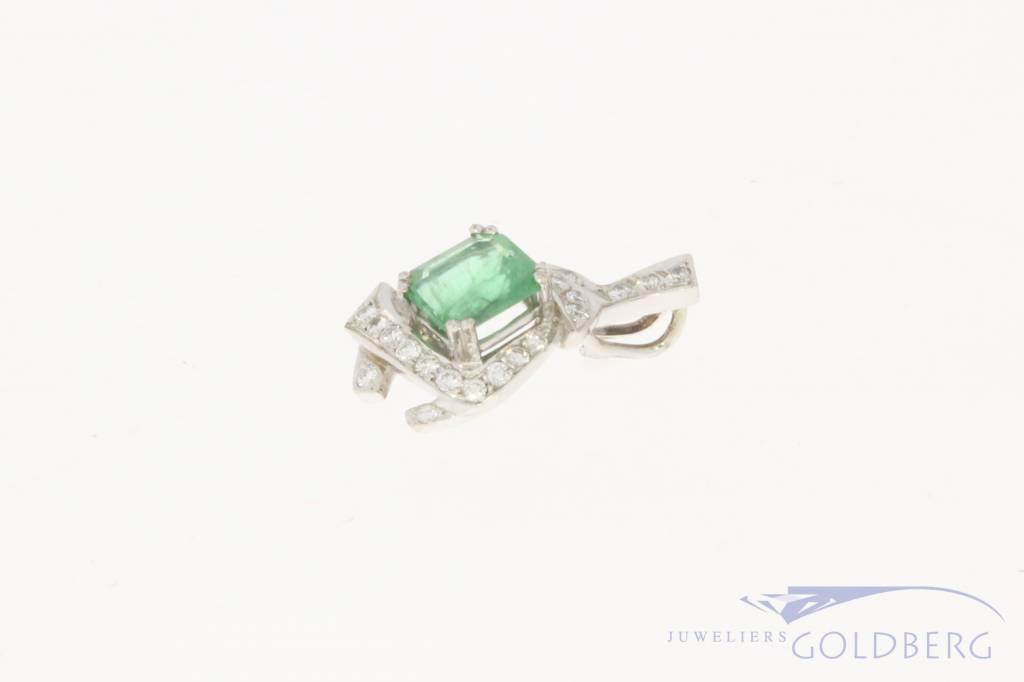 18 carat white gold pendant with emerald and ca. 0.25ct brilliant cut diamond