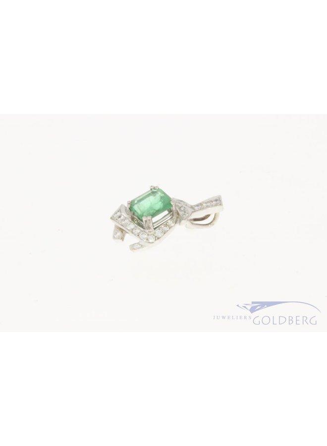 18k witgouden hanger met smaragd en ca. 0.25ct briljant geslepen diamant