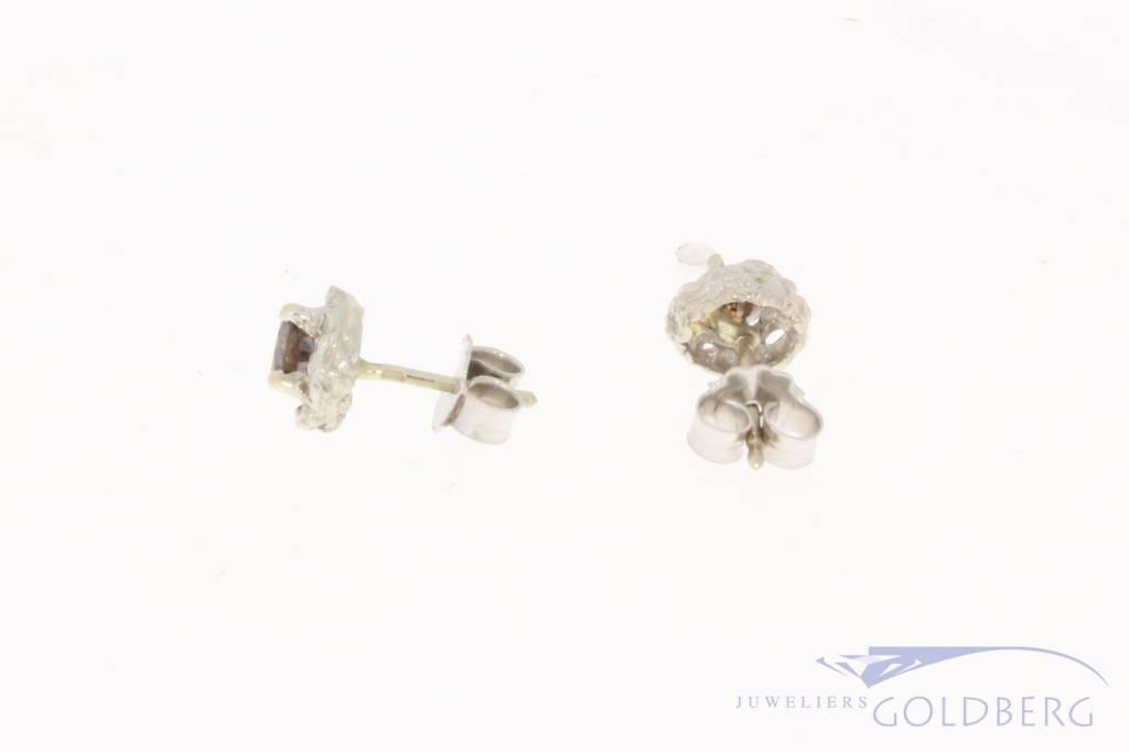 14k witgouden oorstekers met ca. 0.73 briljant geslepen bruine diamant