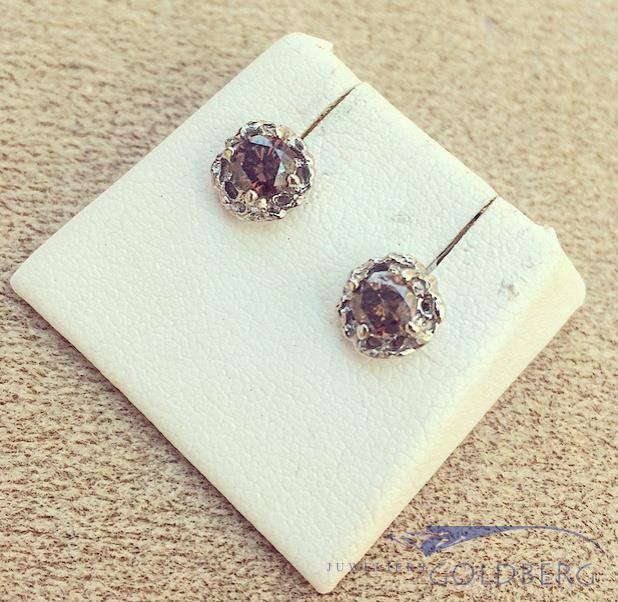 14 carat white gold earstuds with ca. 0.73ct brilliant cut brown diamond -  Goldberg ce7885254ca7