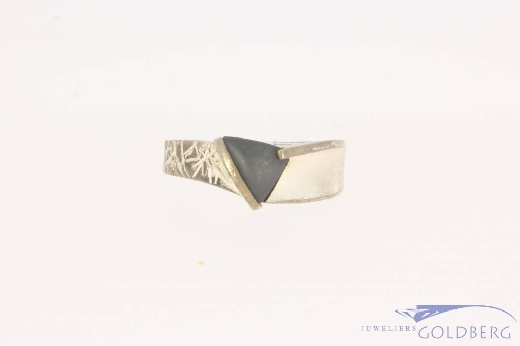 Robust vintage silver unisex Lapponia ring with hematite