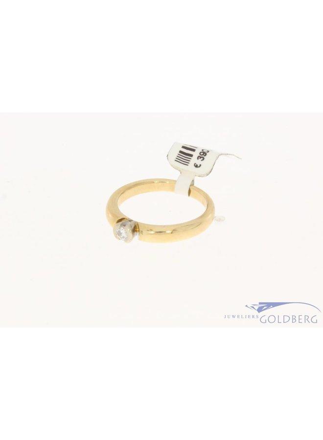 Vintage 14 carat bicolor golden LeChic solitair ring with ca. 0.12 brilliant cut diamond
