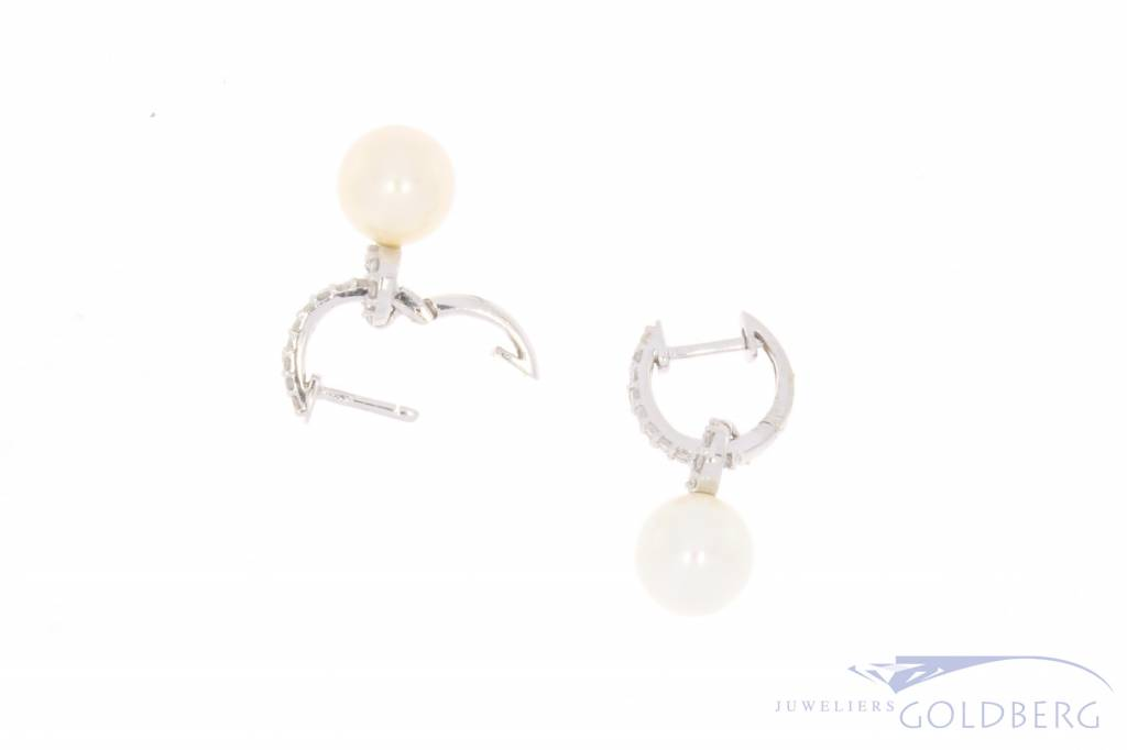 Vintage 14 carat white gold earrings with pearl and approx. 0.26ct brilliant cut diamond piqué