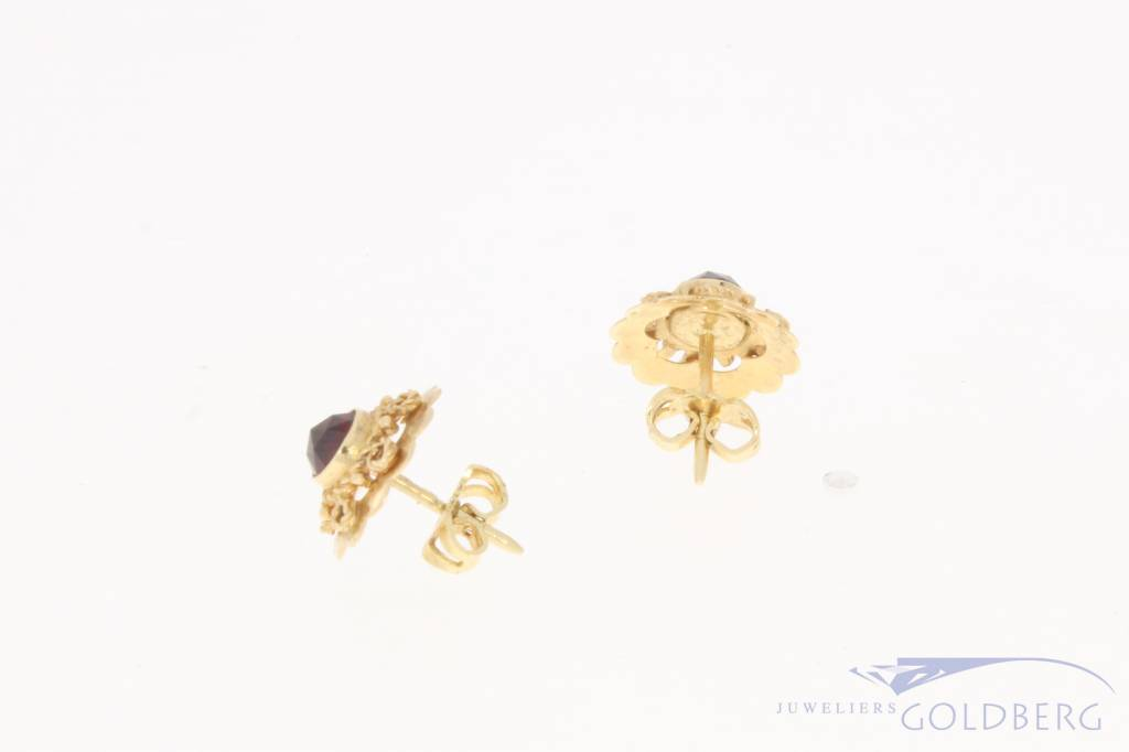 Vintage 14 carat gold adorned earstuds with garnet