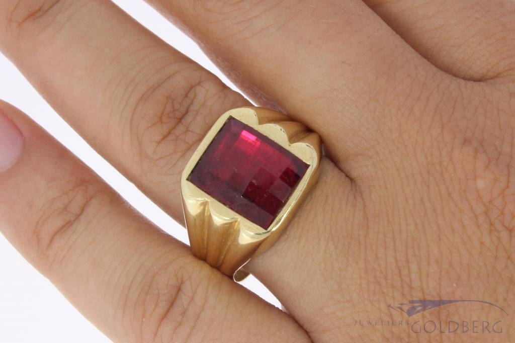 Vintage 14 carat gold men's ring with synthetic ruby