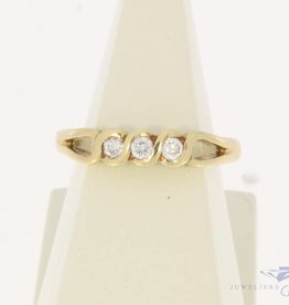 Vintage 14 carat gold alliance ring with ca. 0.10ct brilliant cut diamond