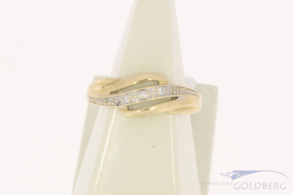 Vintage 14 carat gold ring with 3 diamonds