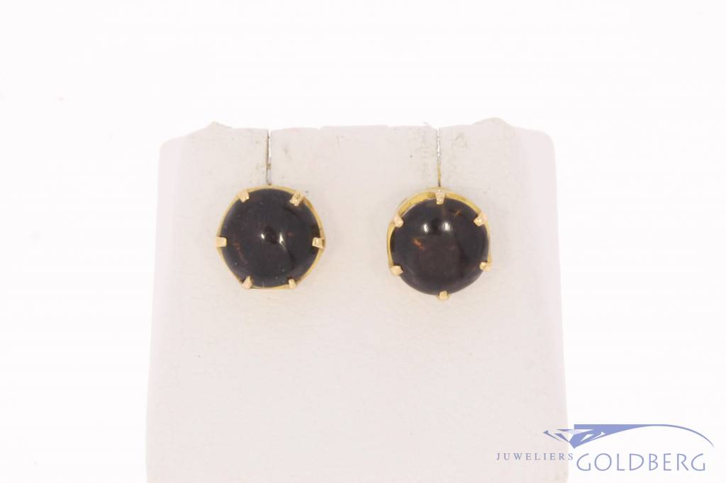 Robust vintage 18 carat gold earstuds with smoky quartz