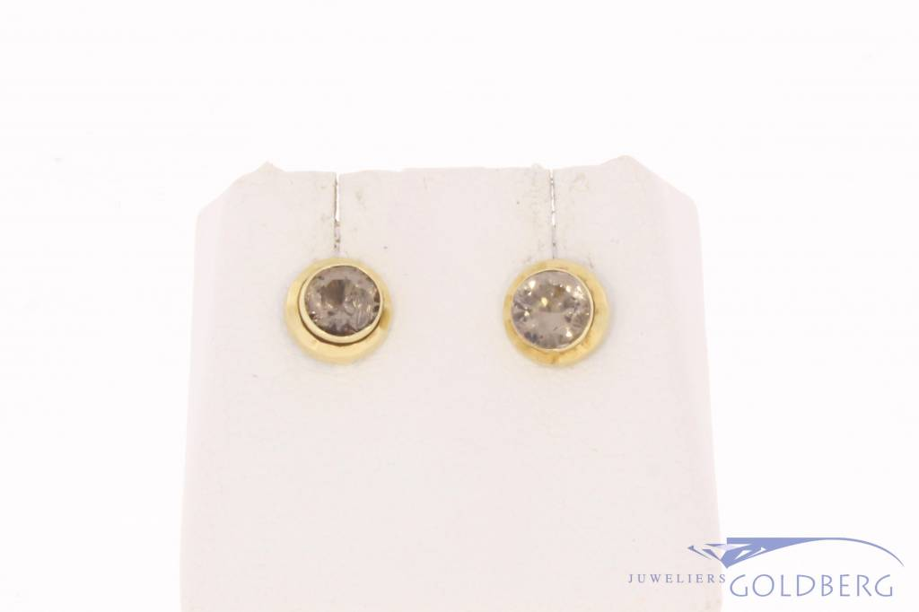 Vintage 14 carat gold earstuds with quartz