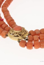Heavy vintage 3-row red coral necklace with 14 carat gold lock
