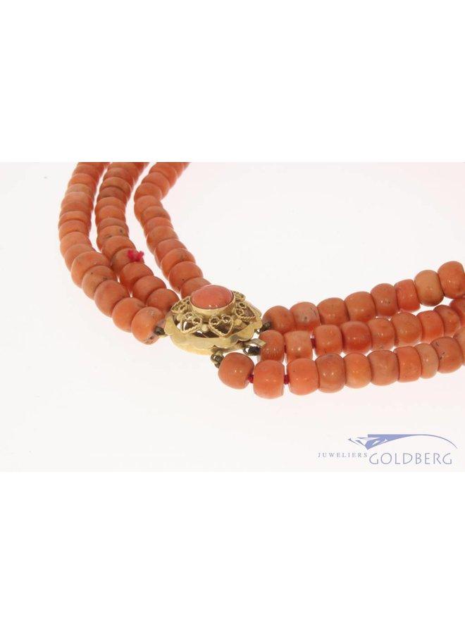 Zwaar vintage 3-rijg bloedkoraal collier met 14k gouden slot