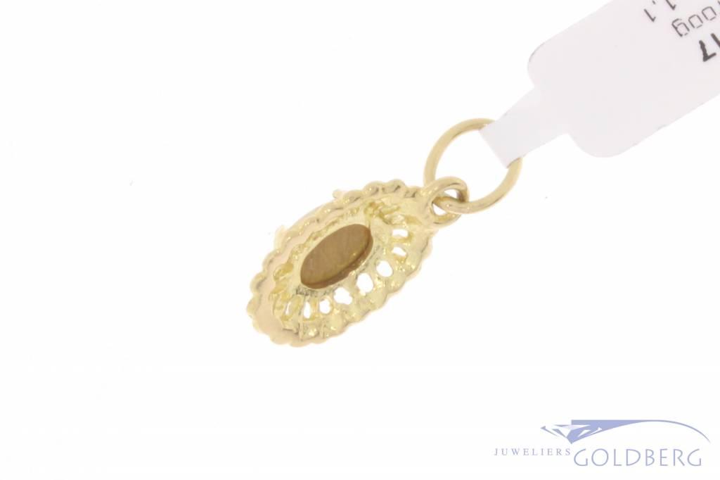 Vintage 18 carat gold pendant with Tiger's eye