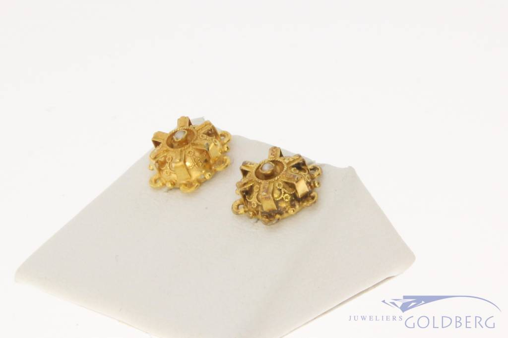 Antieke/Vintage 14k gouden bewerkte oorstekers met steenparel