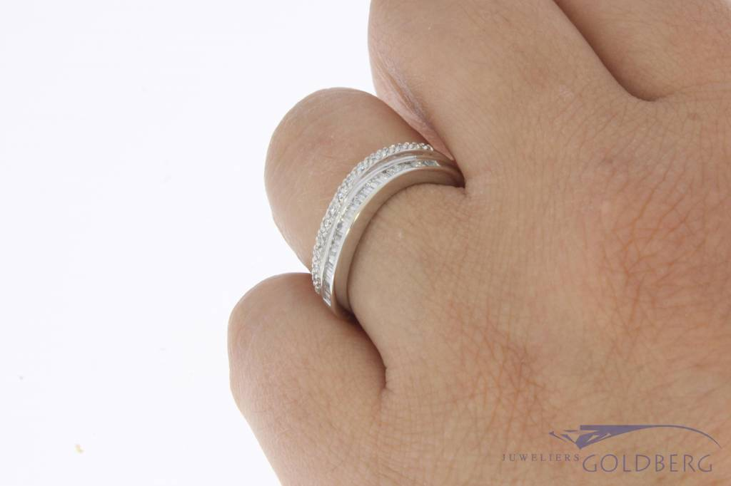 18k witgouden alliance ring met ca. 0.57ct briljant & baguette geslepen diamant