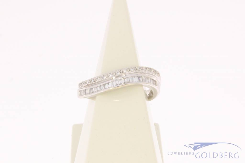 18 carat white gold alliance ring with ca. 0.57ct brilliant & baguette cut diamond