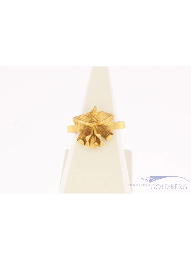 Vintage 14 carat gold flower-shaped ring Suriname