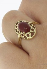 Vintage 14 carat gold decorated ring with carnelian