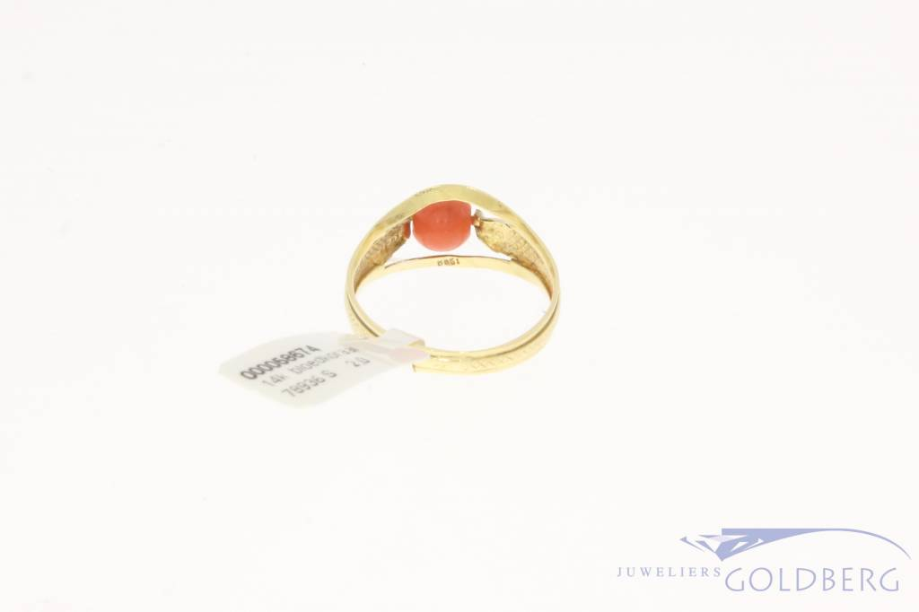 Vintage 14 carat gold ring with round red coral