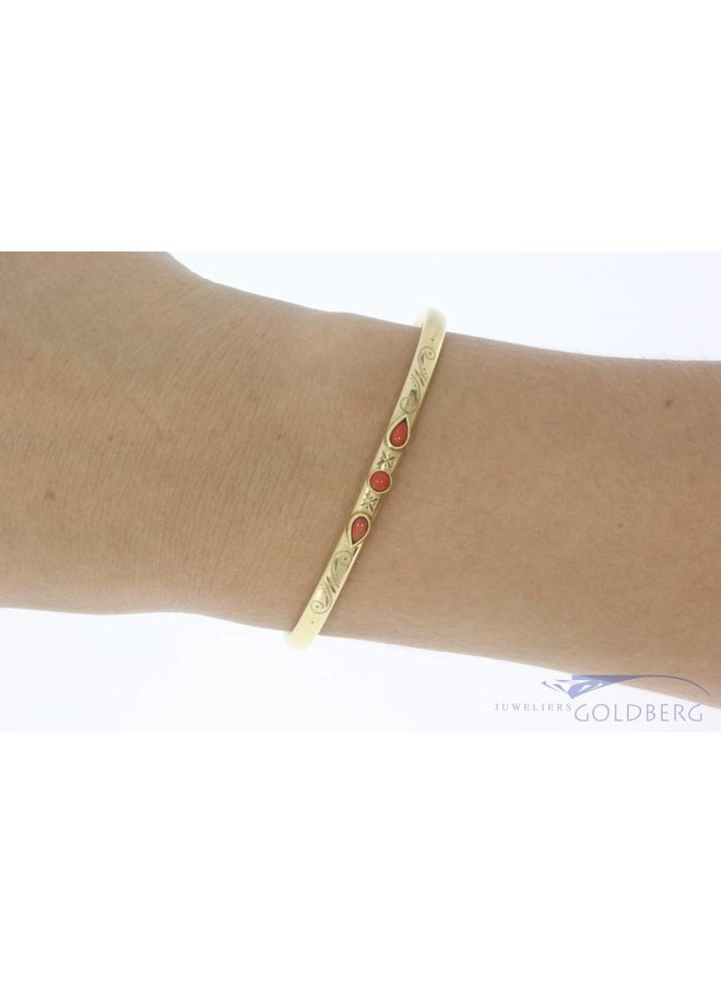Vintage 14 carat gold decorated bangle with red coral