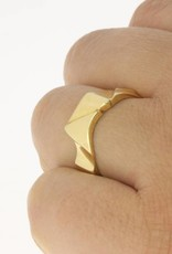 Robust vintage 14 carat gold design ring
