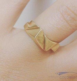 Robust vintage 14 carat gold design ring