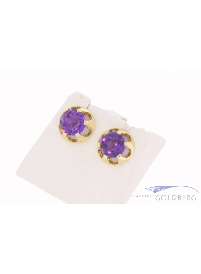 Robust vintage 14 carat gold ear studs with amethyst