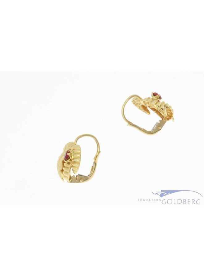 Vintage 18k gouden bewerkte oorhangers met synthetische robijn